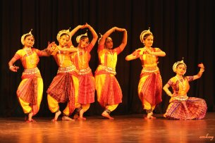 Odissi group - photo taken from Wikipedia